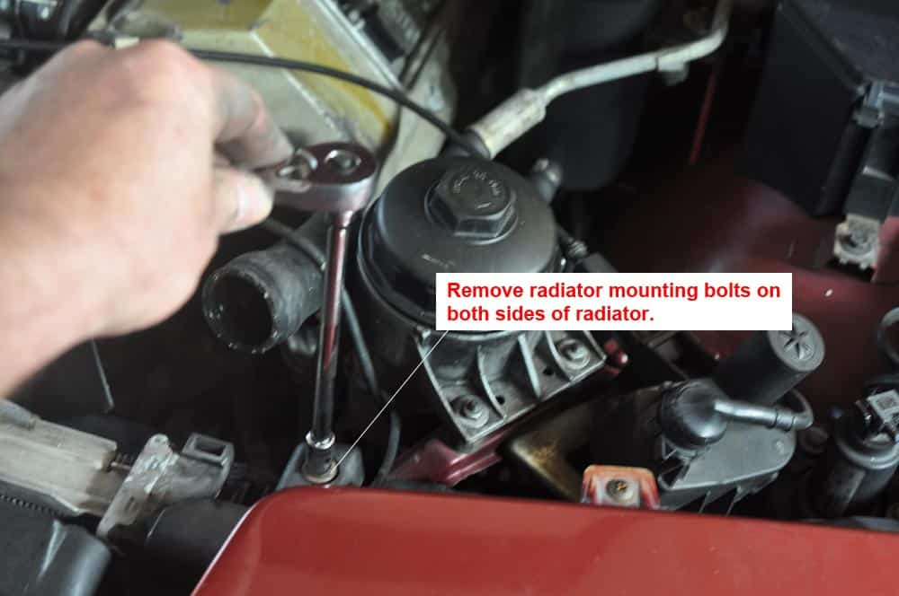 BMW E31 coolant system - remove radiator mounting bolts