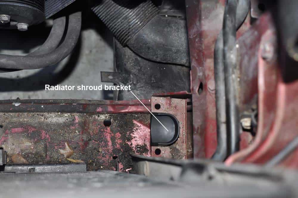 BMW E31 Coolant System - install new radiator shroud brackets