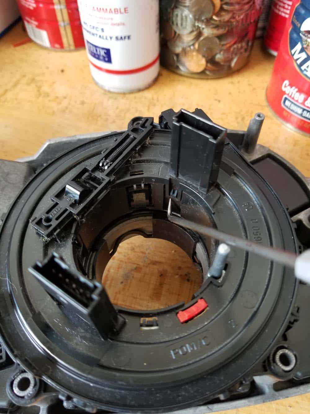 bmw e60 steering angle sensor repair - remove the clockspring