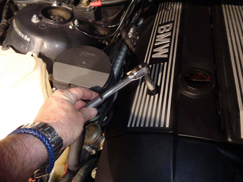 bmw e46 tune up - remove the right engine cover