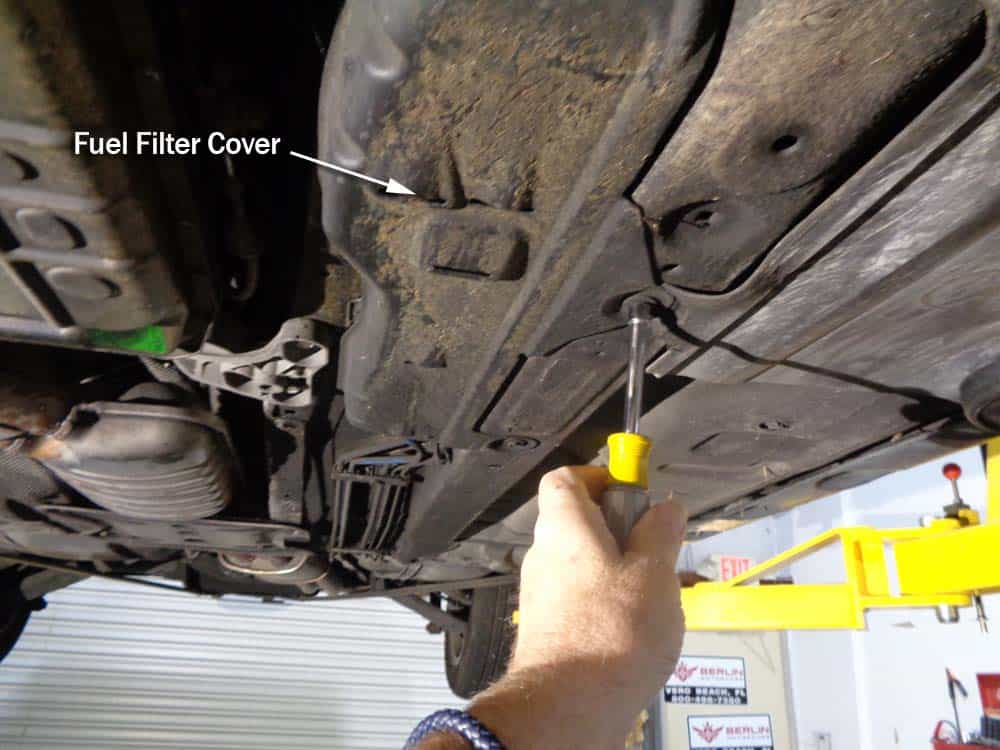 bmw E46 fuel filter - remove the fuel filter cover