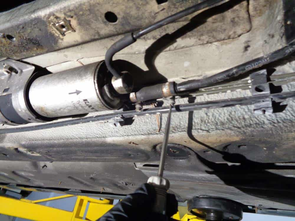 bmw E46 fuel filter - remove front fuel line(s)