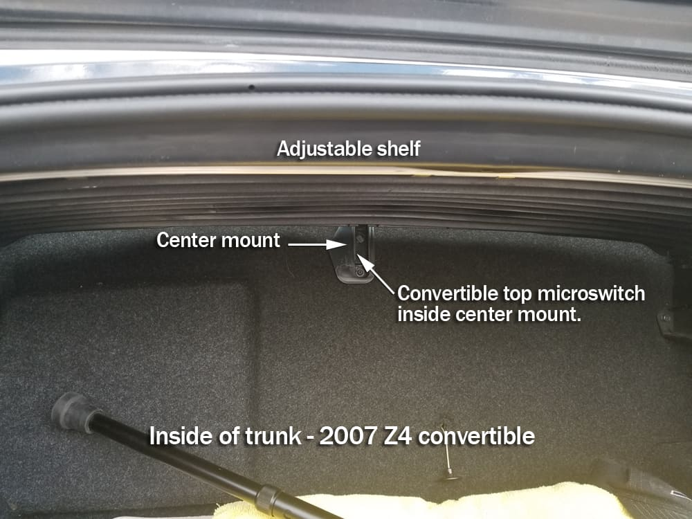 Location of the convertible top microswitch in the Z4 trunk