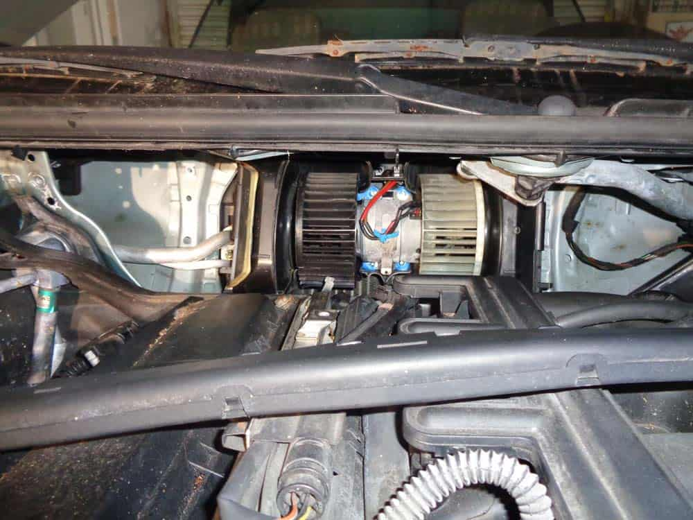 BMW E46 Blower Motor - A/C Not Blowing - Replacement
