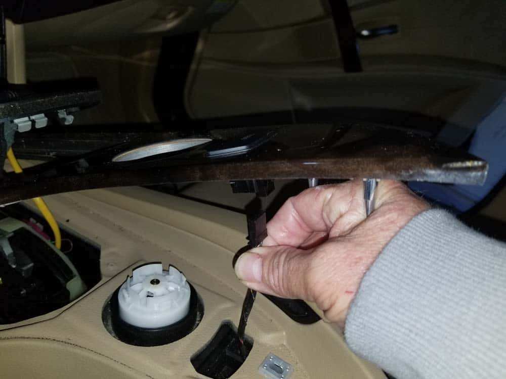 bmw auxiliary port - Disconnect the iDrive controller wire
