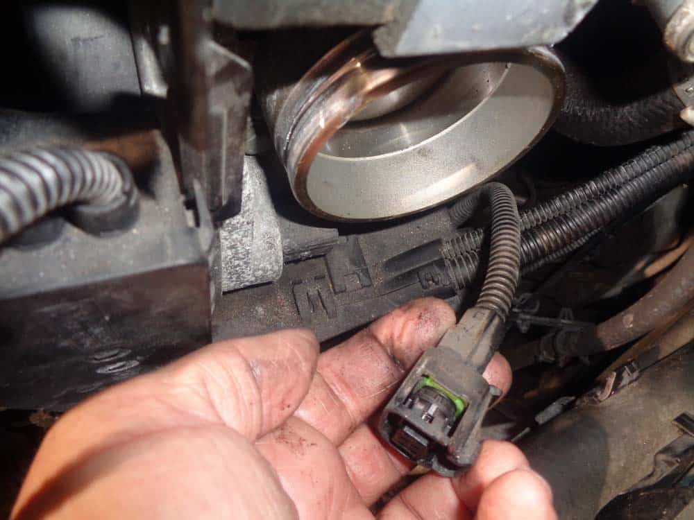 Pull the plug from the throttle body