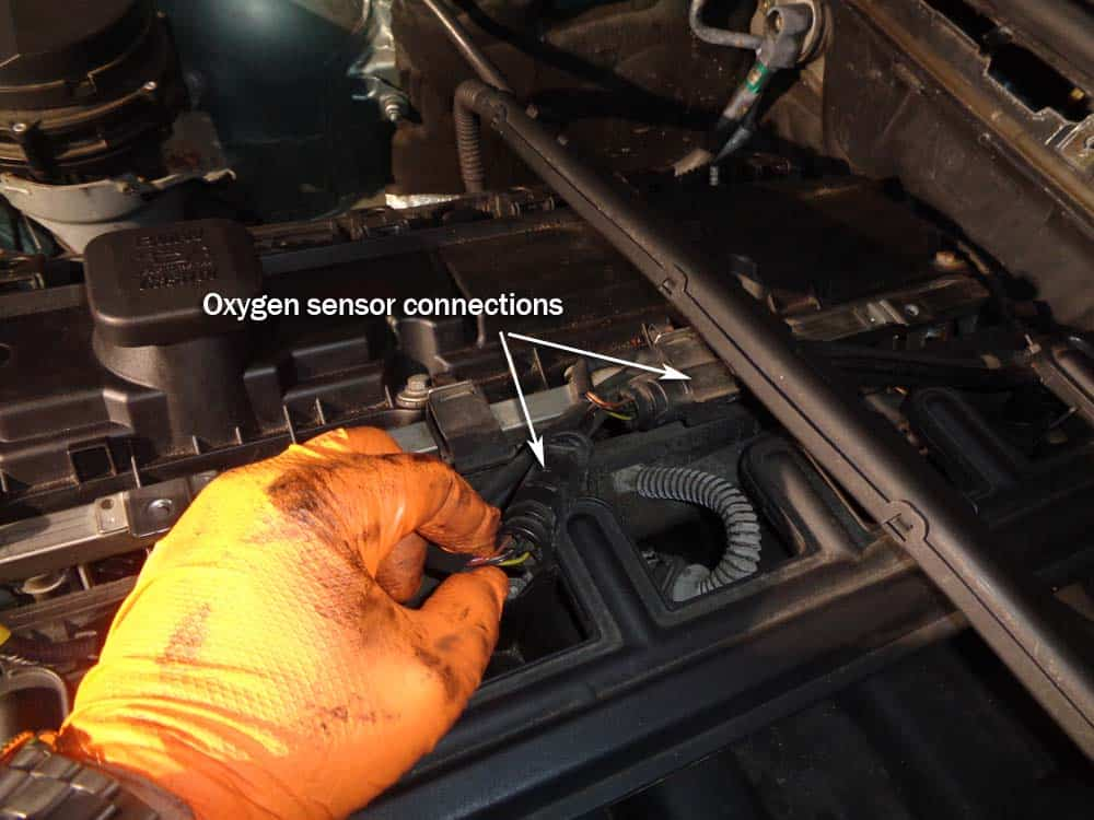 BMW E46 intake manifold - disconnect the oxygen sensors.