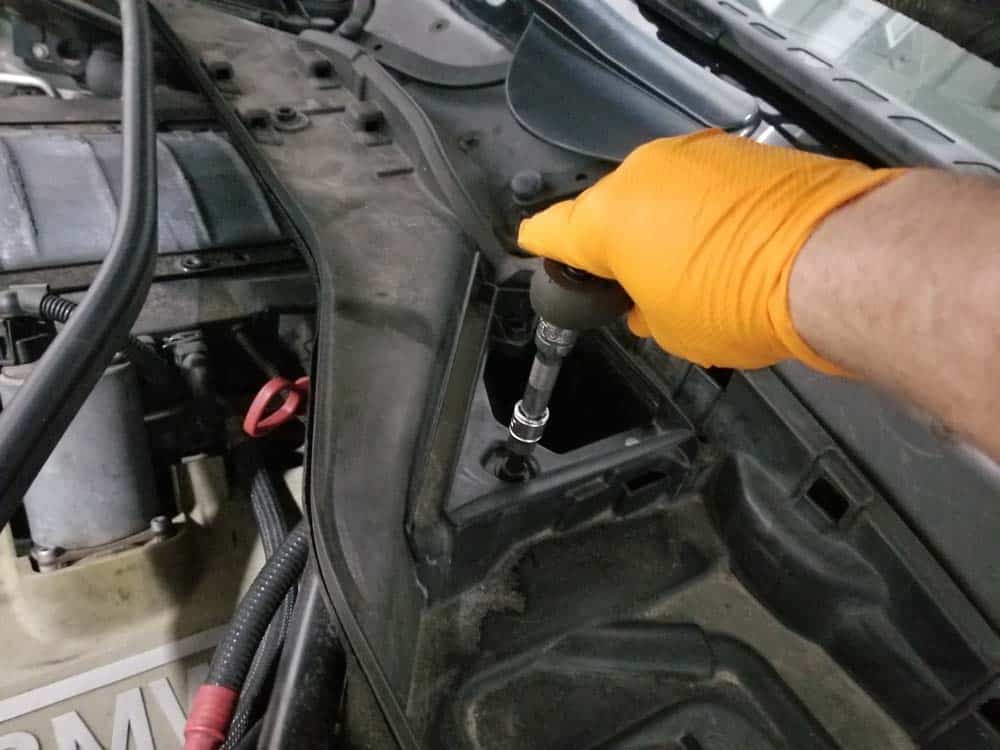 BMW N62 engine tune up - Use an 8mm torx bit to loosen the plastic locking tabs in the left air inlet