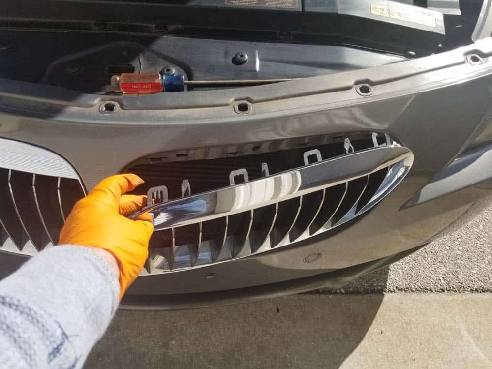 bmw 645ci grille replacement - Remove the grille from the bumper