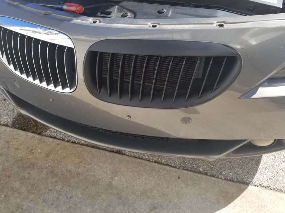 bmw 645ci grille replacement - Press the new grille in until it snaps in place.