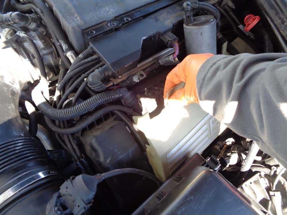 BMW pressure regulator valve - Remove the side engine covers