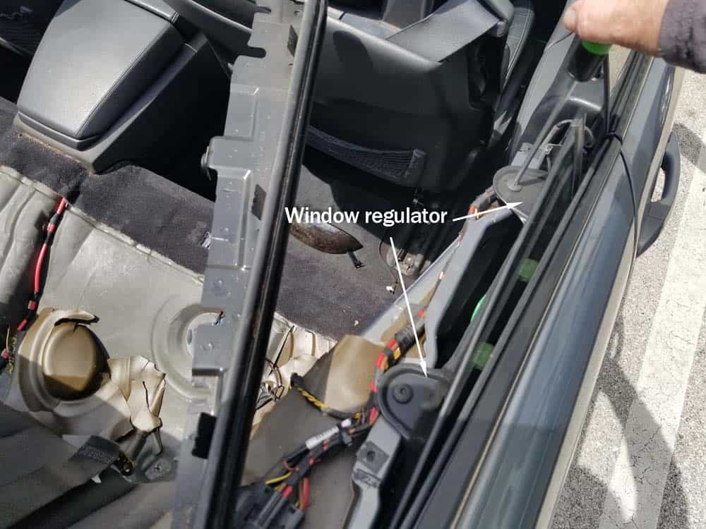 E64 rear window regulator
