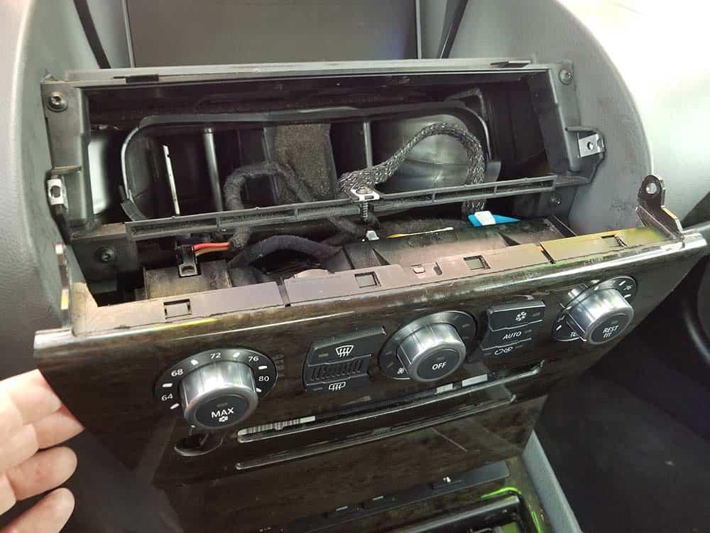 E65 E66 Front Door Speaker Removal — VACA