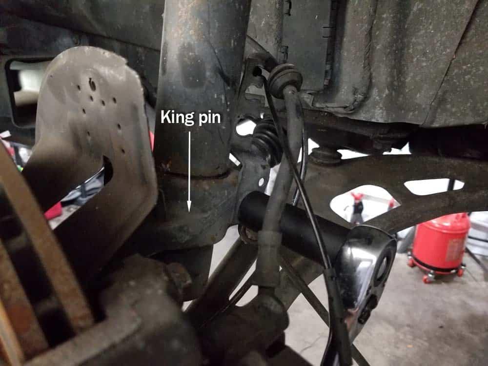 loosen king pin from strut