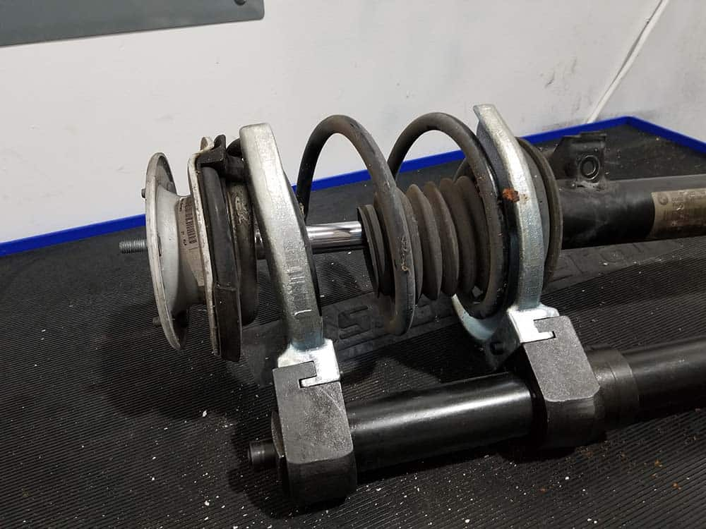 plate style spring compressor