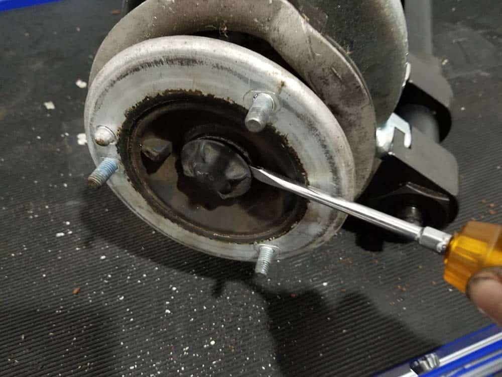dust cap removal bmw front strut