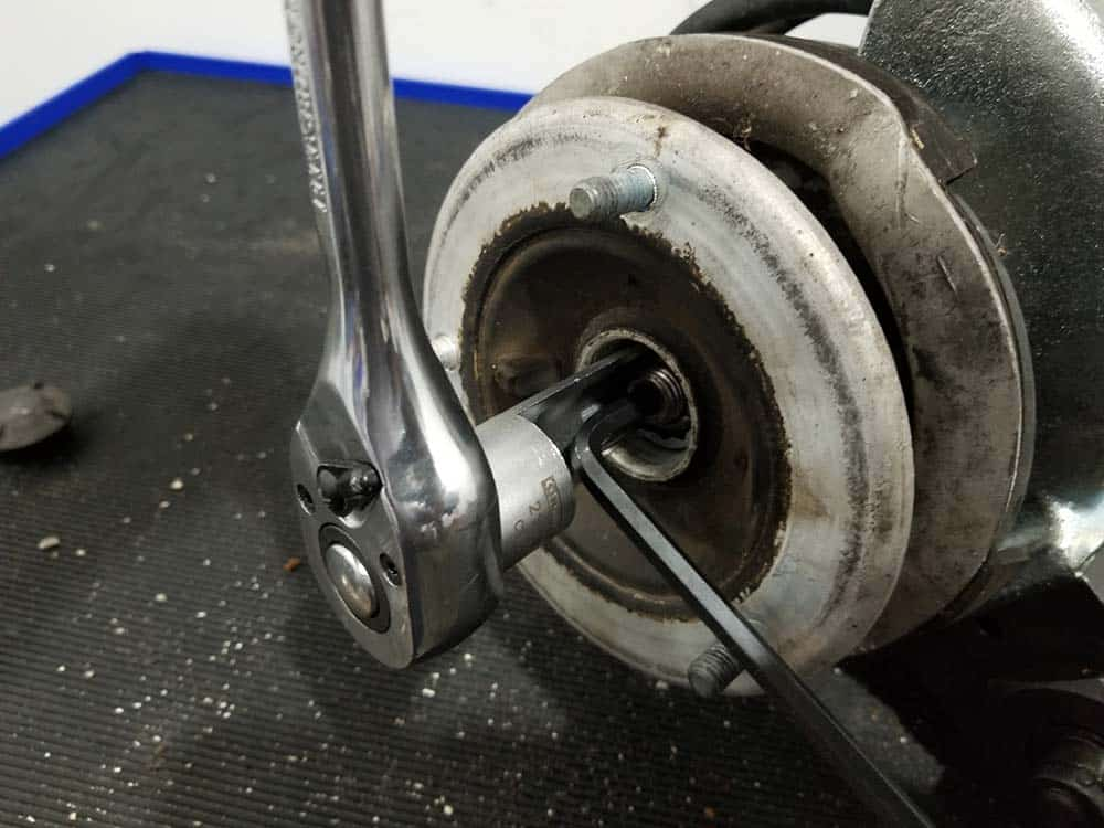 strut lock nut removal