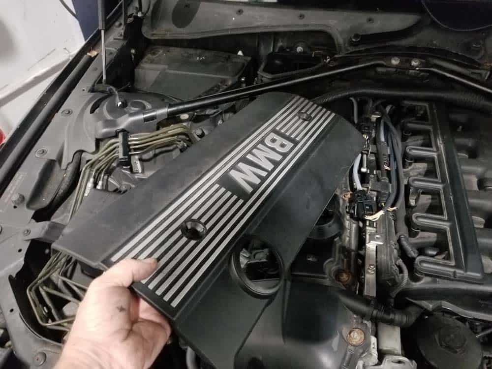 <span class='hiddenSpellError wpgc-spelling' style='background: #FFC0C0;'>E60</span> right engine cover