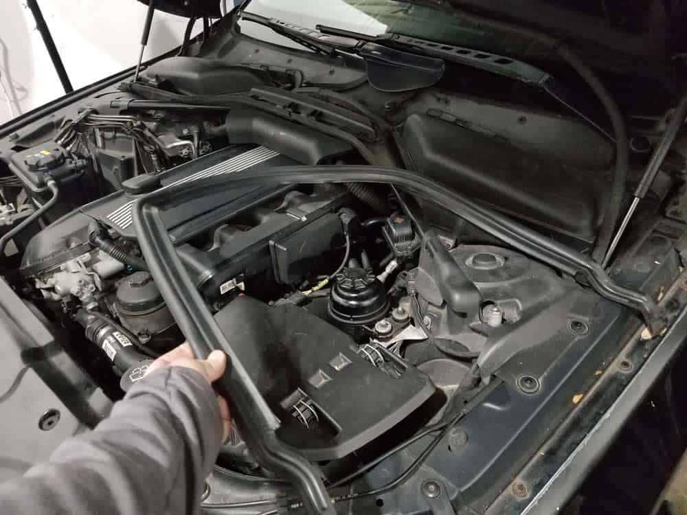 BMW <span class='hiddenSpellError wpgc-spelling' style='background: #FFC0C0;'>E60</span> rubber engine gasket