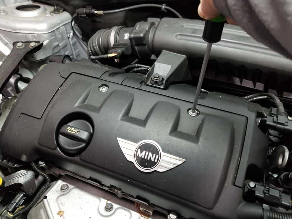 MINI R56 Valve Cover Gasket Replacement  - remove engine cover