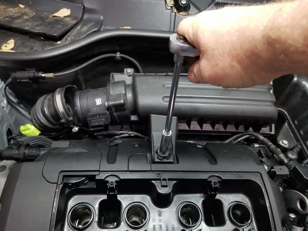 MINI r56 valve cover gasket replacement - remove air box cover