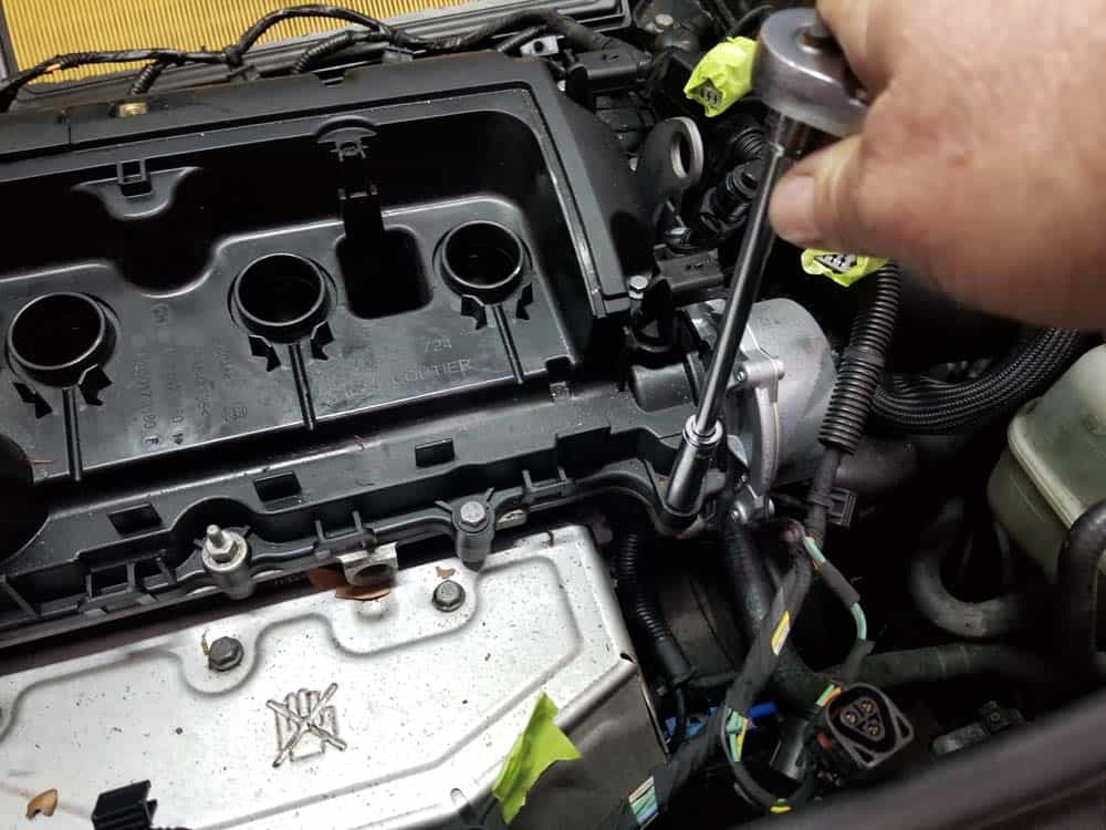MINI r56 valve cover gasket replacement - remove valve cover bolts