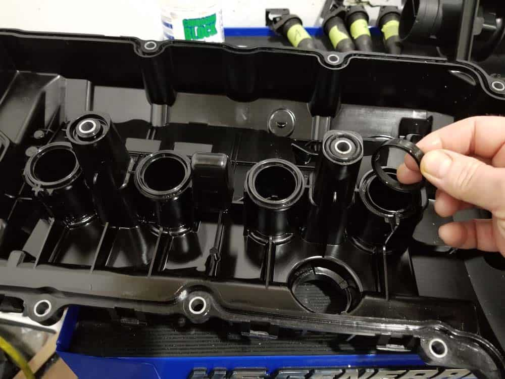 MINI r56 valve cover gasket replacement - remove old gasket