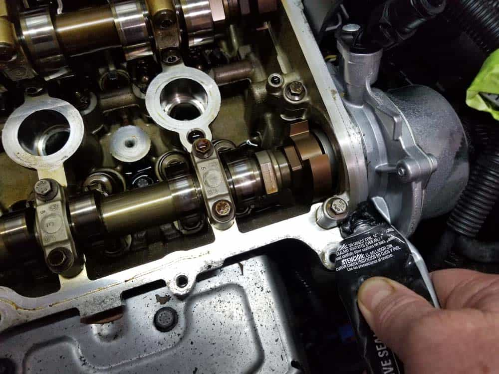MINI r56 valve cover gasket replacement - add silicone gasket maker to right corners