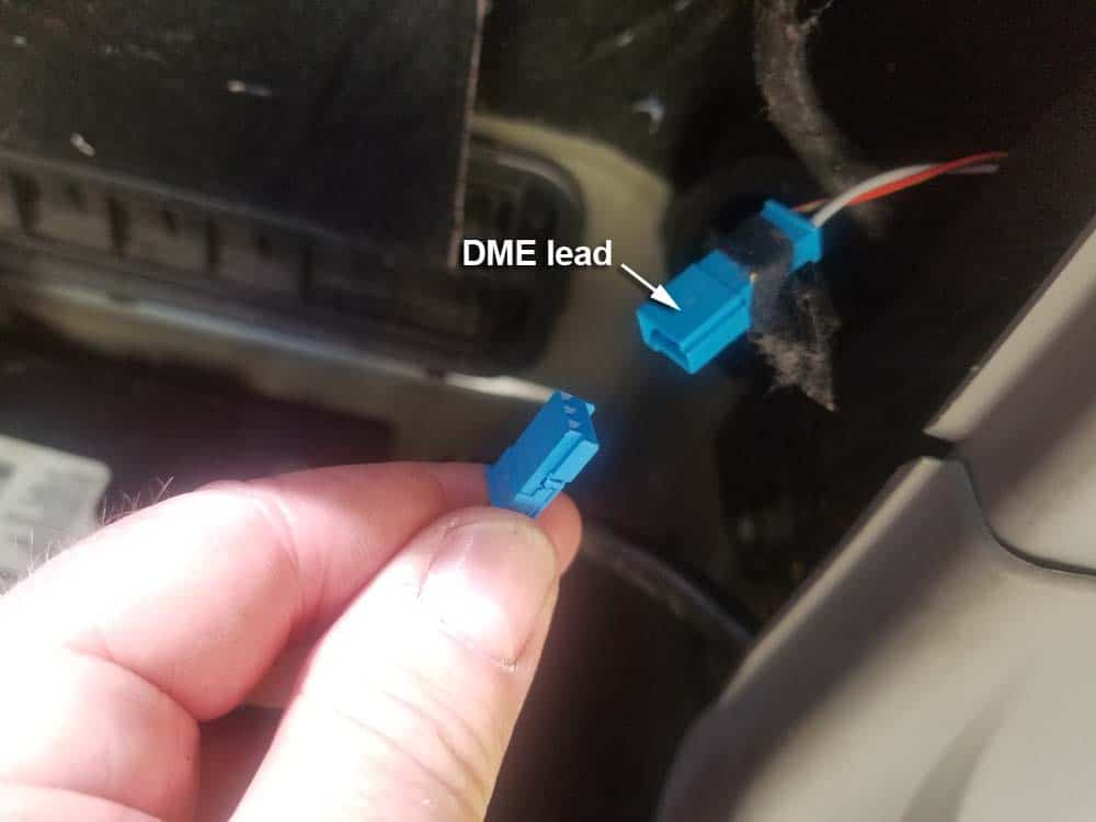 bmw e60 battery sensor - disconnect leads
