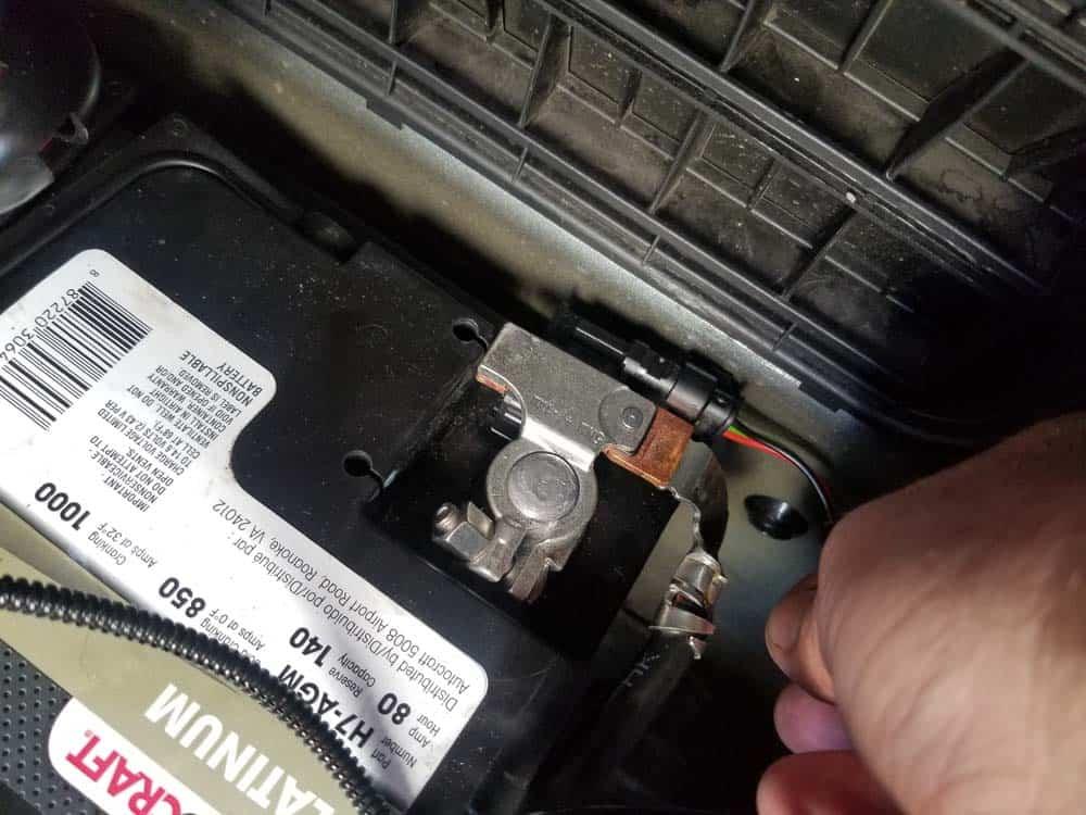 bmw e60 battery sensor - attach battery sensor to negative terminal