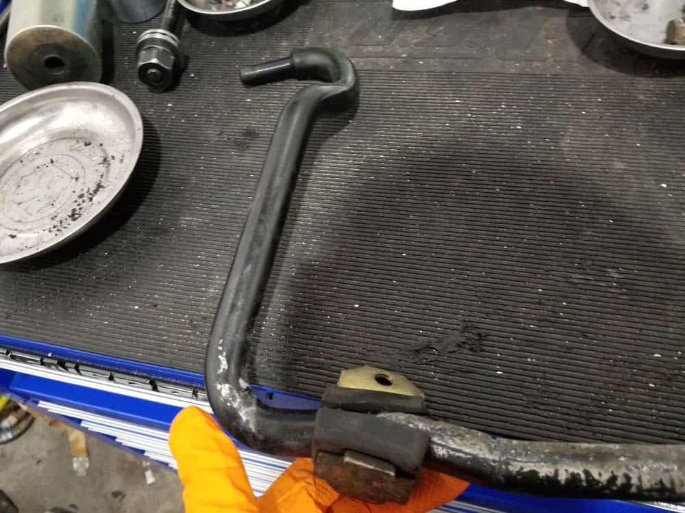 bmw e36 sway bar bushing replacement - install support bracket bushings