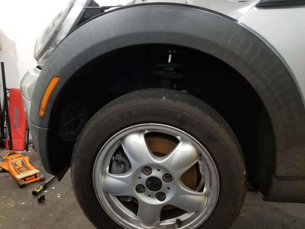 MINI R56 service position - front left fender trim