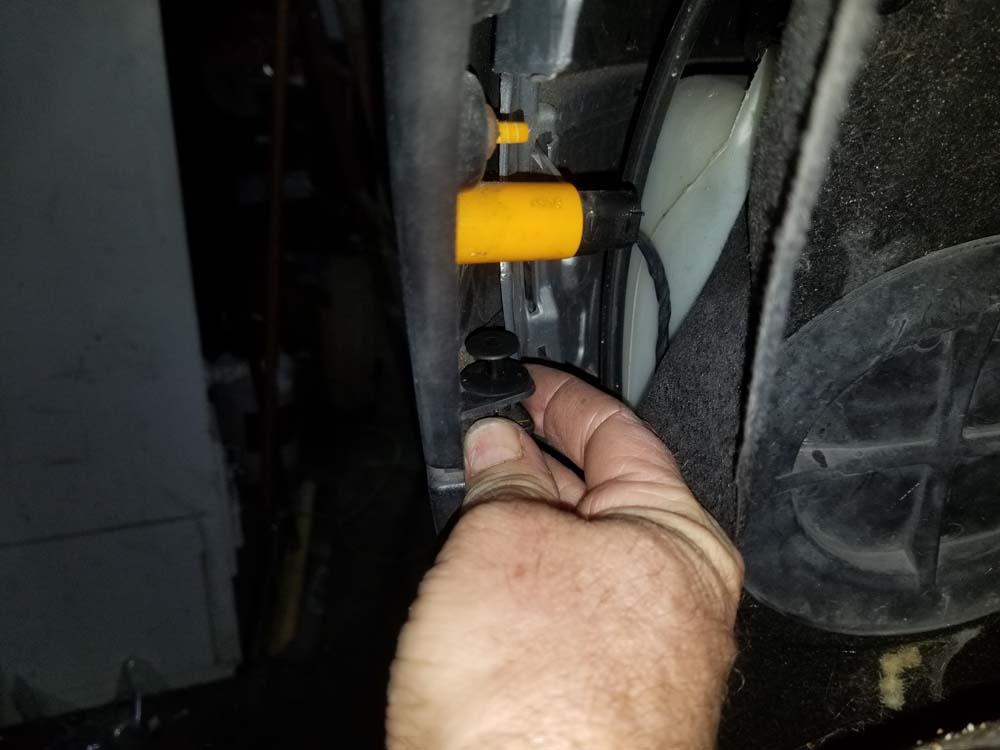 MINI R56 service position - remove plastic rivet