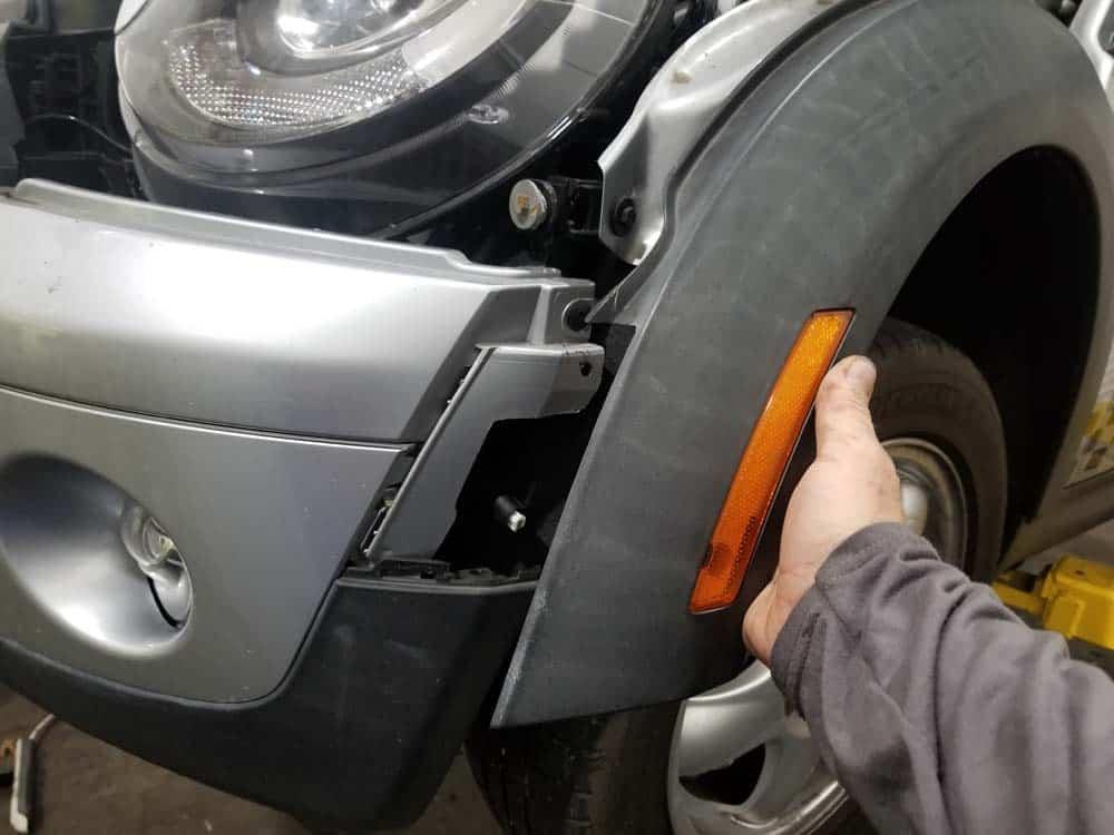 MINI R56 service position - remove fender trim
