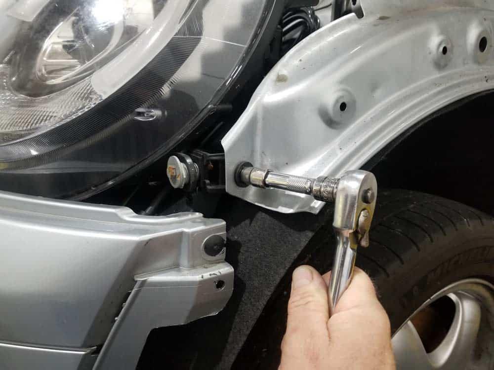 MINI R56 service position - remove 10mm fender bolt