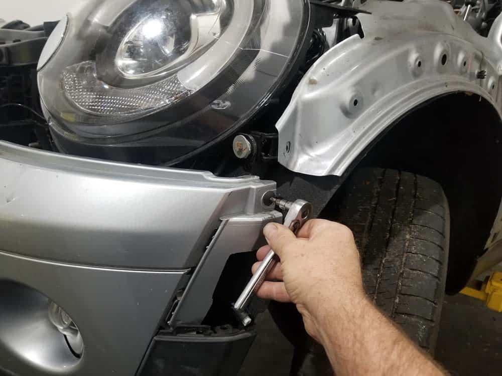 MINI R56 service position - remove T25 bolt