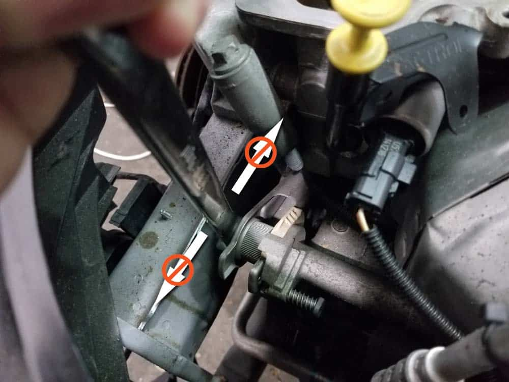 standard open wrench - not enough clearance to retract the tensioner