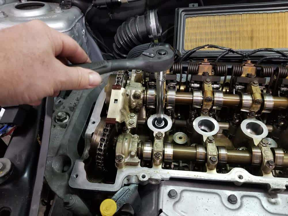 MINI R56 timing chain replacement - remove the spark plugs