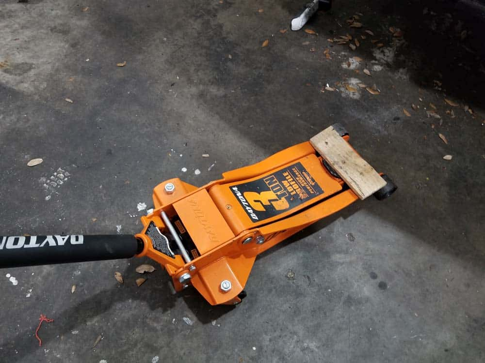 Support engine with floor jack
