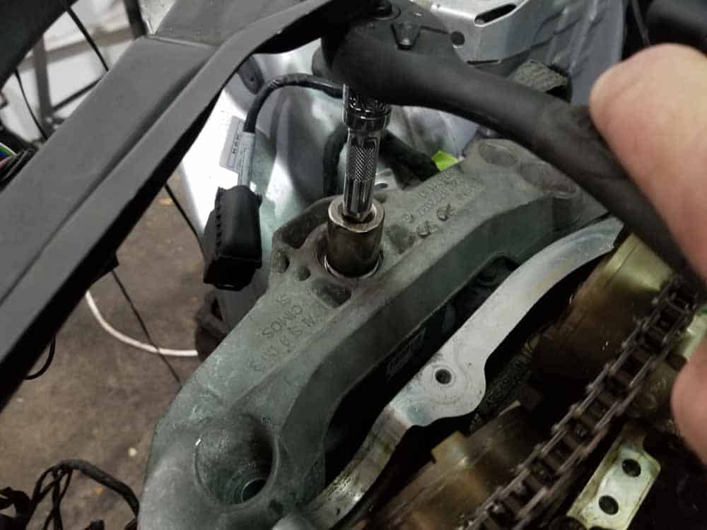 MINI R56 timing chain replacement - unbolt engine mount