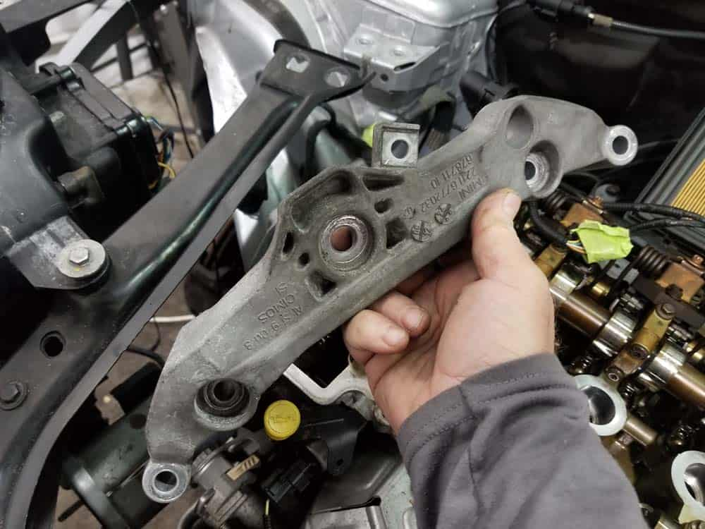 MINI R56 timing chain replacement - remove support bracket from engine
