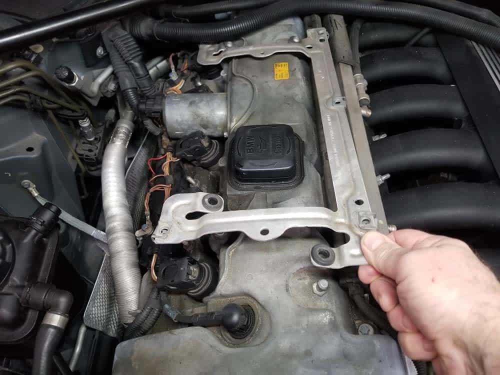 BMW E60 valve cover repair - remove engine cover bracket