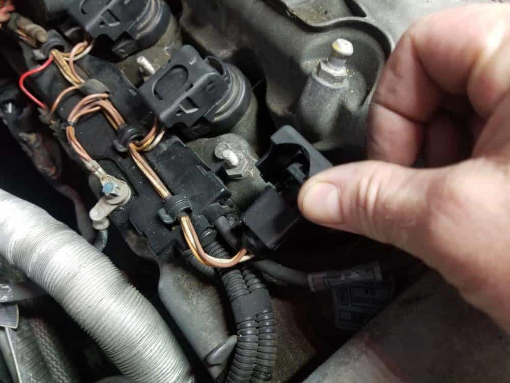 BMW E60 valve cover repair - remove coil packs