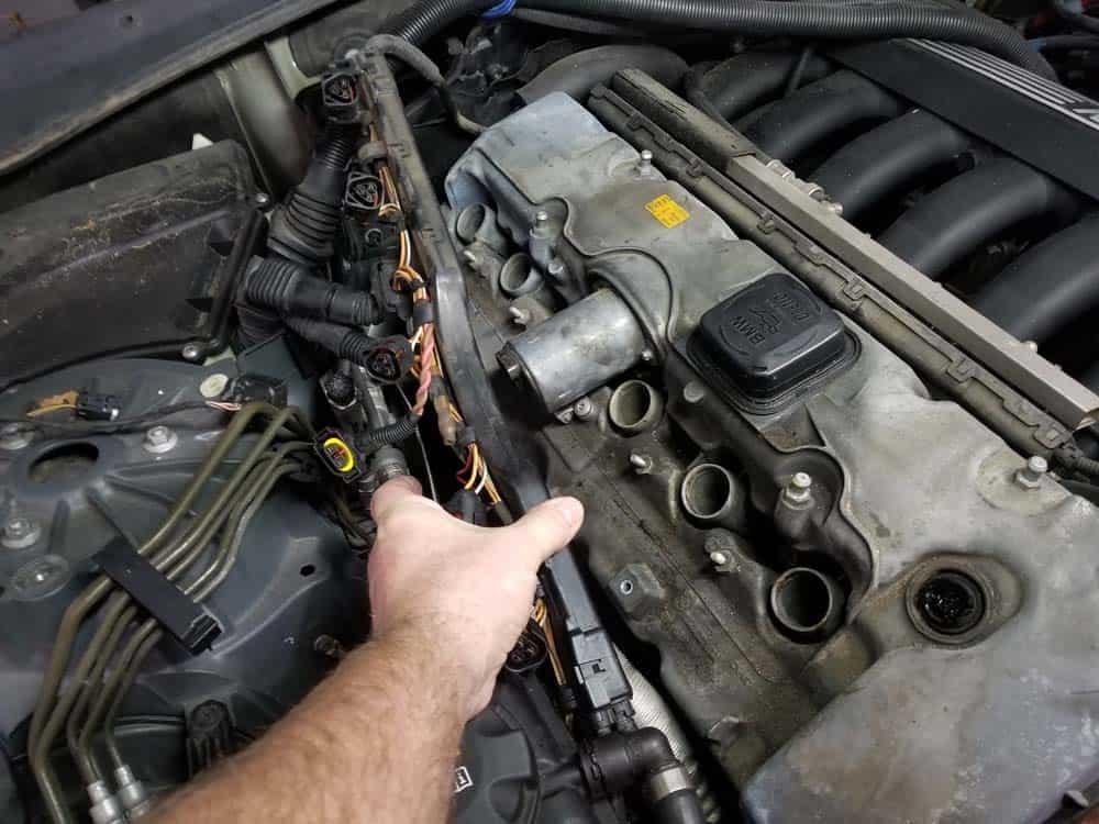 BMW E60 valve cover repair - remove cable harness