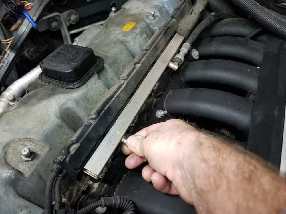 Remove the cap from the schrader valve
