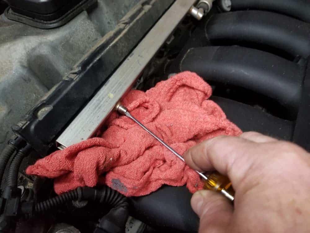BMW E60 valve cover repair - release fuel pressure from fuel rail
