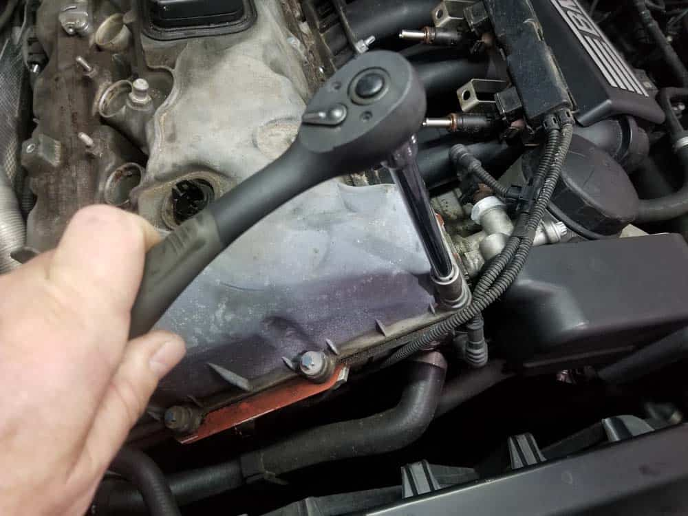 BMW E60 valve cover repair - remove perimeter valve cover mounting bolts