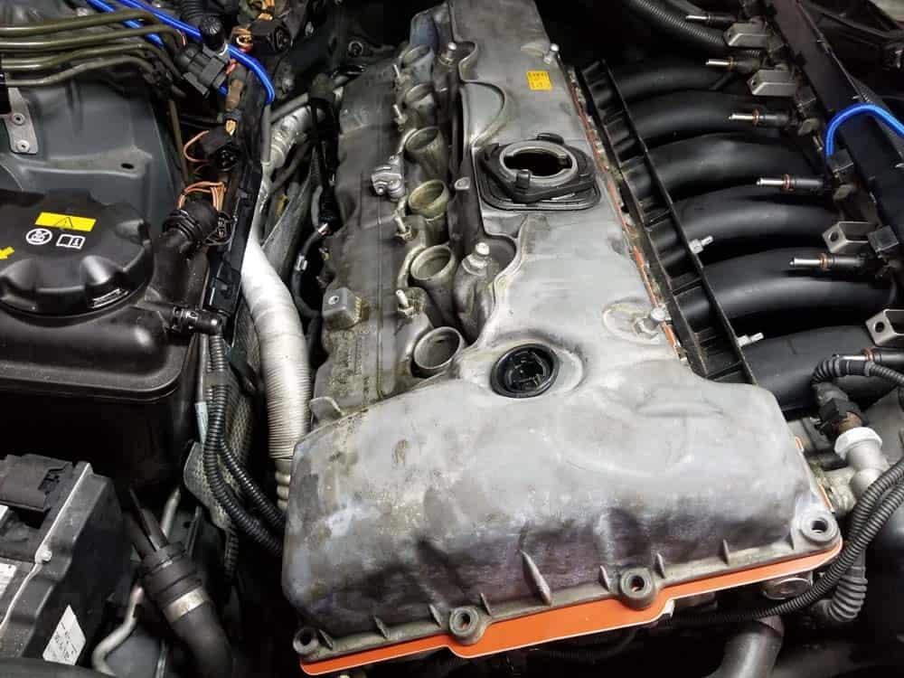 BMW E60 valve cover repair - reinstall valve cover