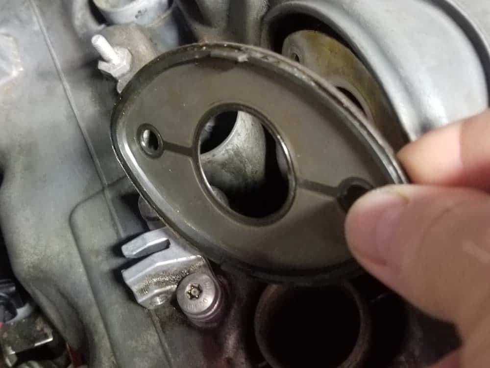 BMW E60 valve cover repair - Valvetronic gasket plate
