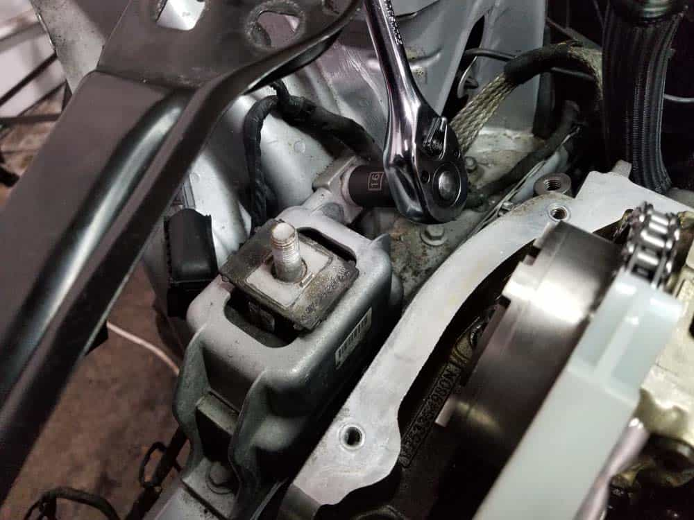 MINI R56 engine mount replacement - remove engine mount bolts